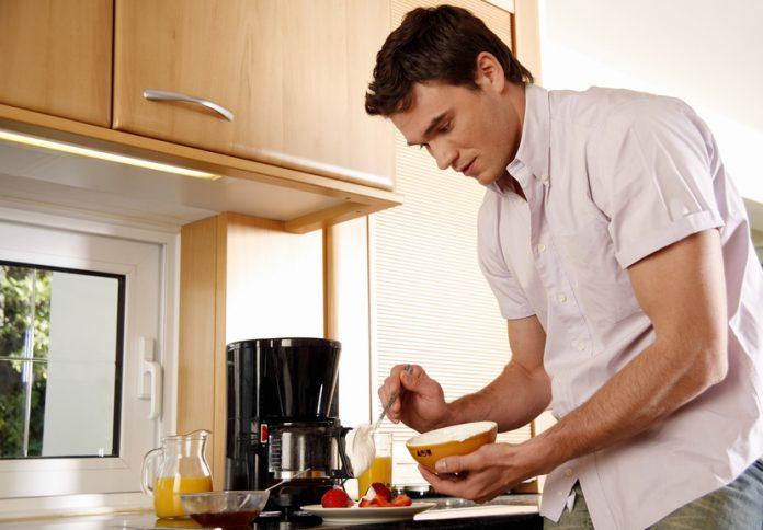 When it comes to being a single guy, breakfast is an afterthought, but that doesn't mean you can't enjoy the best breakfasts for single guys. Easy Breakfast Recipes | Breakfasts for Singles | Single Meals | Meal Planning for One | Meal Planning for the Work Week