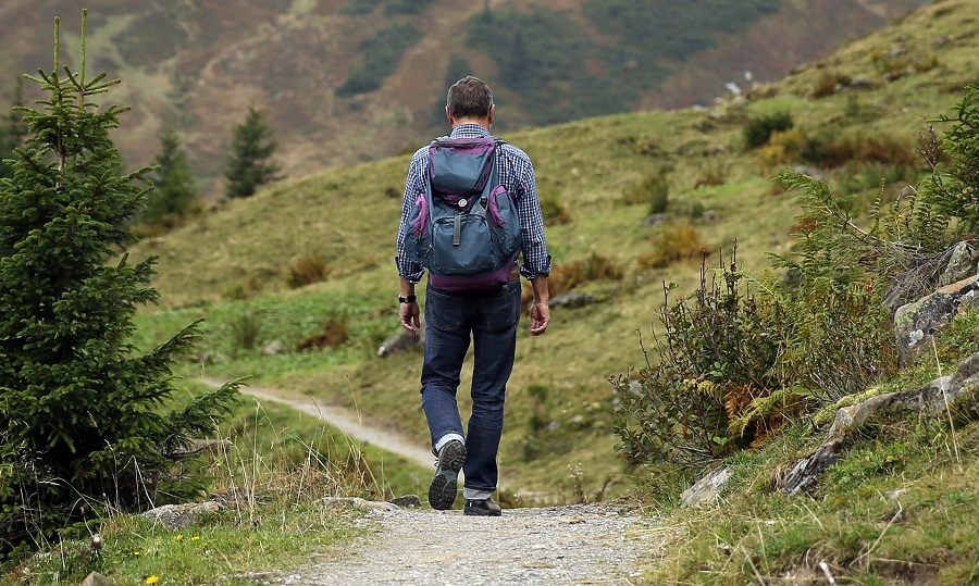 The goals of hiking are health, seeing sights, and getting home alive, so make sure you know the best things to take hiking so you're prepared. Hiking Packing List | Travel Packing List | Things to do Outside #hiking #travel #packinglist