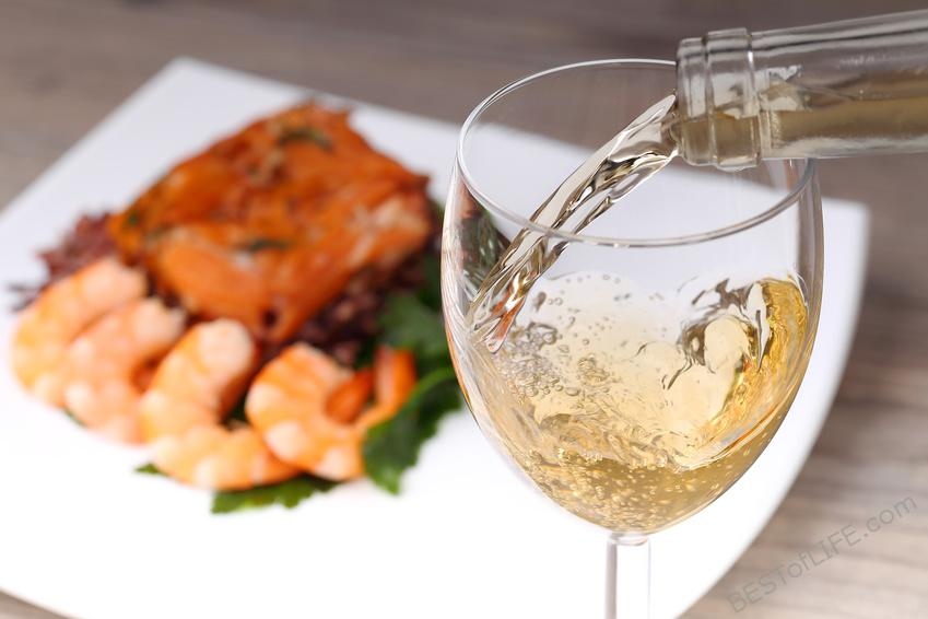 Grab some of the best white wines under 10 dollars for your next date night, happy hour with friends, or a night in alone. Best Affordable White Wines | White Wines | Wine Down #wine #winetips #winedown #whino
