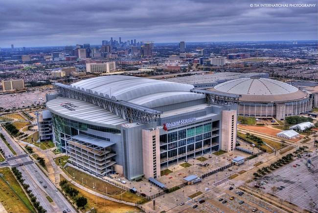 Football stadiums are a great place to enjoy craft beer. There are lots of great brews offered at these football stadiums; check them all out this season! #football #footballstadiums #beer #craftbeer #travel #sports #traveltips