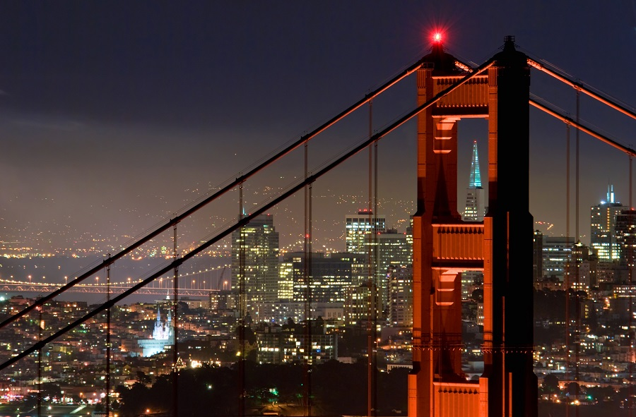Visiting San Francisco at night gives us all a new perspective on the beauty and art that fills the city all year long. Best Things to do in San Francisco | Things to do in San Francisco at Night #sanfrancisco #california #thingstodo #Traveltips #SanFran