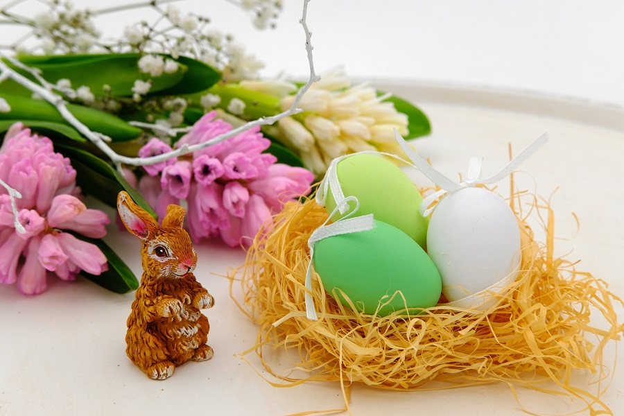 Finding the best Easter basket ideas for girls is easier when you have a little help from the experienced Easter bunny himself. Easter Basket Ideas   Easter Baskets for Girls   DIY Easter Basket Ideas   Best Easter Basket Ideas for Girls