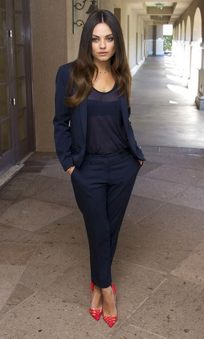 Find the sexiest ways to wear a navy suit that are appropriate for work and different ways appropriate for date night for both men and women. #fashion #fashiontips #navysuit #men #women #mensfashion #womensfashion