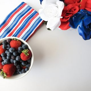 Not all red white and blue drinks need to have alcohol and when they don't you can share the party drinks with guests of all ages. #fourthofjuly #drinks #party   Fourth of July Drinks  Drinks for Kids   Red White and Blue Drinks