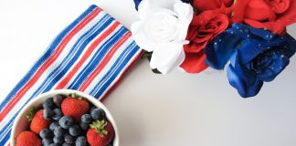 Not all red white and blue drinks need to have alcohol and when they don't you can share the party drinks with guests of all ages. #fourthofjuly #drinks #party | Fourth of July Drinks| Drinks for Kids | Red White and Blue Drinks