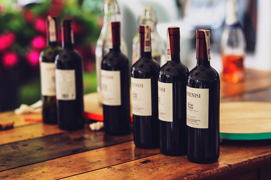 Regardless of how often you enjoy wine, knowing how long wine lasts after opening will help you enjoy them during their prime and never worry about wasting wine. Wine Tips | How to Make a Bottle of Wine Last | How to Save Wine #wine #winebottle #winetips