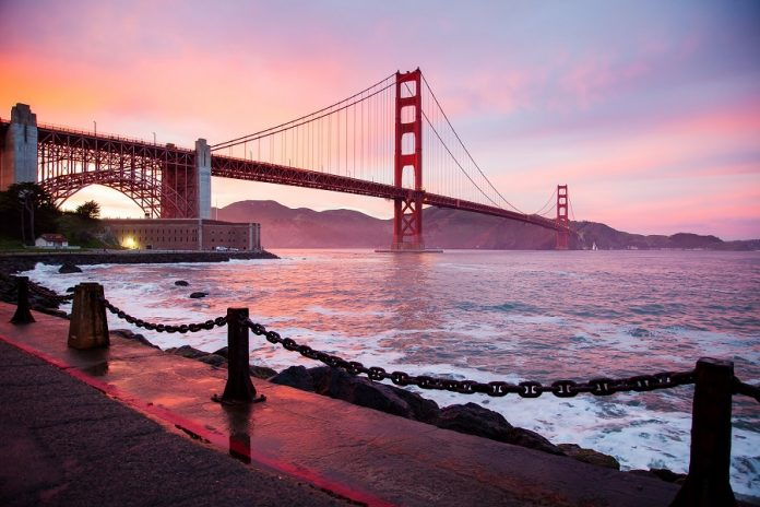 San Francisco is full of things to do! While visiting, be sure to check out the coolest bars in San Francisco. Best Bars in San Francisco   Best Themed Bars in San Francisco   Where to Drink in San Francisco #sanfrancisco #bars #cocktail #happyhour