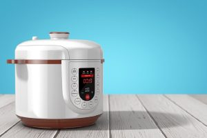 Using a few Instant Pot tips for beginners you can be using your Instant Pot like a pro from the moment you pull it out of the box. How to Use an Instant Pot   What is an Instant Pot   What is Pressure Cooking   Instant Pot vs Crock Pot #instantpot #cooking #tips #kitchen