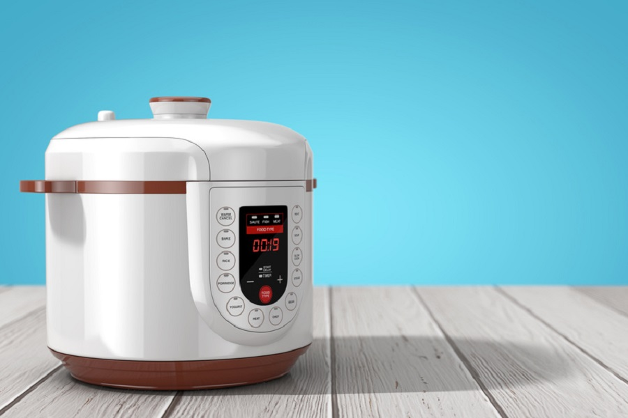 Using a few Instant Pot tips for beginners you can be using your Instant Pot like a pro from the moment you pull it out of the box. How to Use an Instant Pot | What is an Instant Pot | What is Pressure Cooking | Instant Pot vs Crock Pot #instantpot #cooking #tips #kitchen