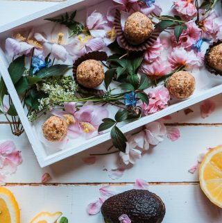 Enjoy a healthy snack by making easy and healthy oatmeal balls recipes that are perfect for snacking at home or on-the-go. Is Oatmeal Healthy | Health Benefits of Oatmeal | How to Make Oatmeal Balls | What Are Oatmeal Balls | Healthy Snack Recipes | Healthy Recipes | Easy Recipes
