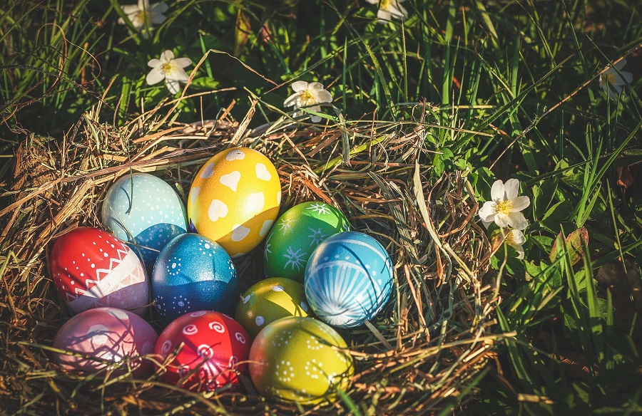 Easter egg hunt party ideas can help with your party planning and ensure that everyone has fun during this popular Easter tradition. Things to do on Easter | How to Celebrate Easter | What to do on Easter | How to Host an Easter Party | Easter Celebration Ideas