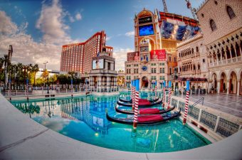 There are many different free things to do in Las Vegas for couples that will help you make the most of your trip to Sin City. Las Vegas Travel Tips   Las Vegas Activities   What to do in Vegas   Things to do in Vegas   Vegas Travel Tips for Couples