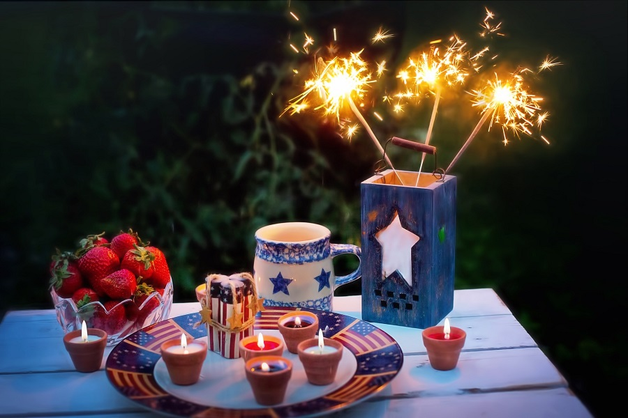 Make the best red white and blue desserts for your Fourth of July party and enjoy them as you watch the night sky illuminate with patriotic colors. Patriotic Dessert Recipes | Fourth of July Recipes | Recipes for the Fourth of July | 4th of July Dessert Recipes | 4th of July Recipes | 4th of July Party Ideas