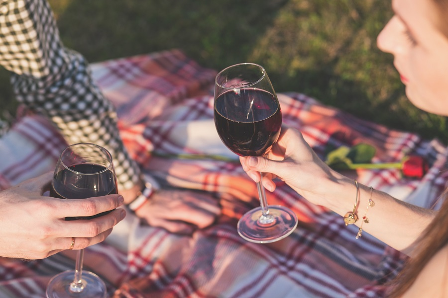 The best red wines under $30 offer a smooth profile and are perfect for dinners and happy hours with friends or a night in alone. What Makes Wines Expensive | Cheap Wines for Dinner Parties | Affordable Red Wines | Red Wines for BBQ | Affordable Fall Wines