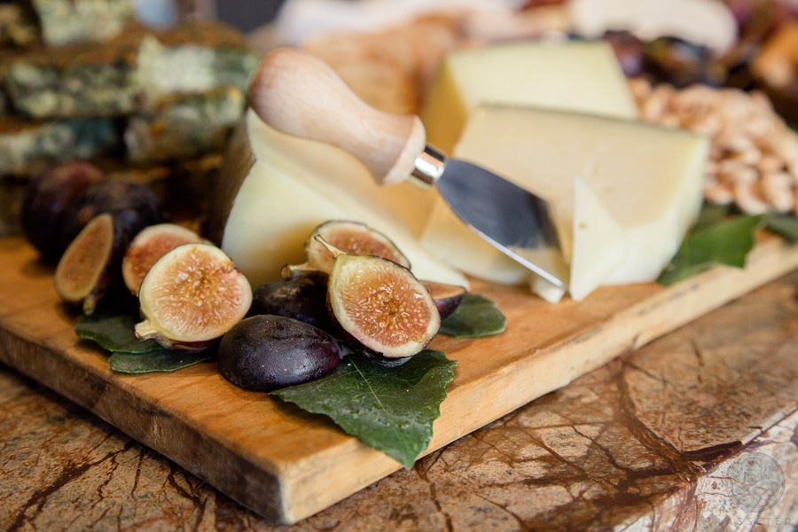 Charcuteries boards are an easy yet elegant party food and once you know how to to make a charcuterie board, you can entertain groups of any size! Charcuterie Board Cheese | Charcuterie Board Definition | Charcuterie Shopping List | Charcuterie Amazon | Italian Charcuterie Board | Charcuterie Recipes | Charcuterie Board Pronunciation