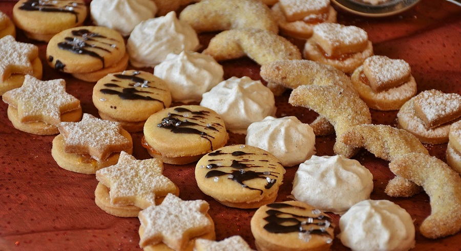 The best Mexican wedding cookies recipes can help you taste history. Spoiler alert, history tastes like the best desserts from Mexico. Mexican Wedding Cookies History | Where to Buy Mexican Wedding Cookies | Mexican Wedding Cookies with Cinnamon | Chocolate Mexican Wedding Cookies