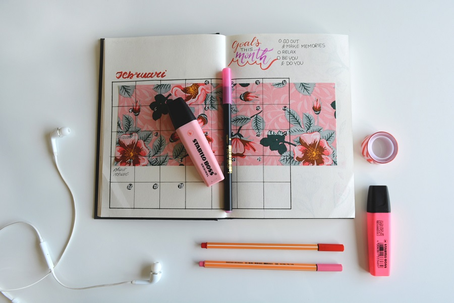 Bullet journal spring cleaning ideas will double as tips for spring cleaning that keep your home and office organized. Bullet Journal Cleaning Schedule | Household Bullet Journal | Bullet Journal House Cleaning Tracker | Cleaning Tasks Bullet Journal