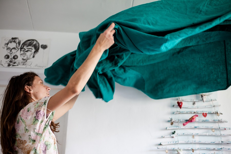 Knowing the key spring cleaning things to do will help you take this cleaning tradition and get the most out of it for your lifestyle. When to Start Spring Cleaning | Spring Cleaning Tips and Tricks | Simple Spring Cleaning Checklist | When is Spring Cleaning