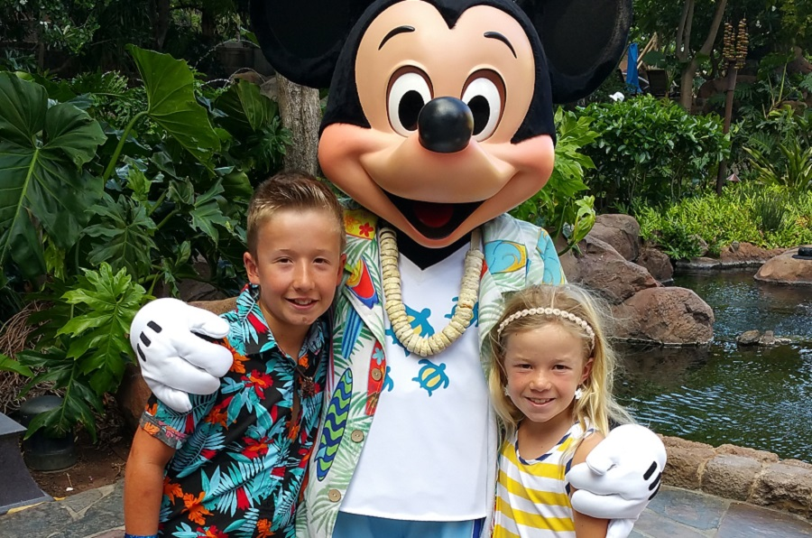 Makahiki Aulani Breakfast Kids Posing with Mickey Mouse
