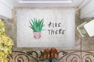 Puns are great, like aloe there! There are so many fun puns and now your doormat can have one of them at the ready for any guests to your home. Door Puns | Funny Doormats | Doormat Jokes | Unique Doormats | Doormats with Attitude | Doormat Meaning | Home Decor Puns #punny #homedecor
