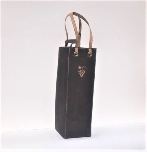 Need a gift for a part host or hostess?  Give them them your favorite bottle of red or white wine in this chocolate cork wine carrier bag. Wine Gifts | Party Favors | Hostess Gifts | What to Take to Happy Hour | Happy Hour Drink Ideas | Party Drinks | Wine Down via @thebestoflife