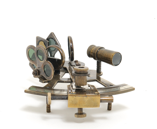 The best thing about this nautical sextant is that you can use it as home décor and it's functional, making your nautical theme stand out from the rest. How to Use a Sextant | Sextant for Sale | Who Invented the Sextant | Sextant Parts | Nautical Decor | Beach Home Decor | Nautical Room Ideas #nautical #decor