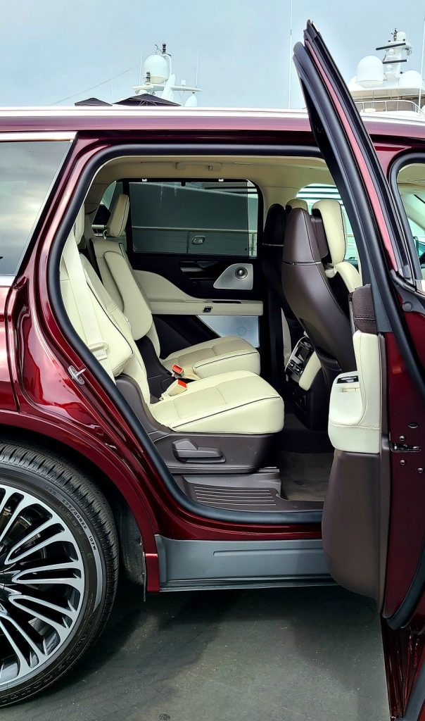 2020 Lincoln Aviator 2nd row doors open