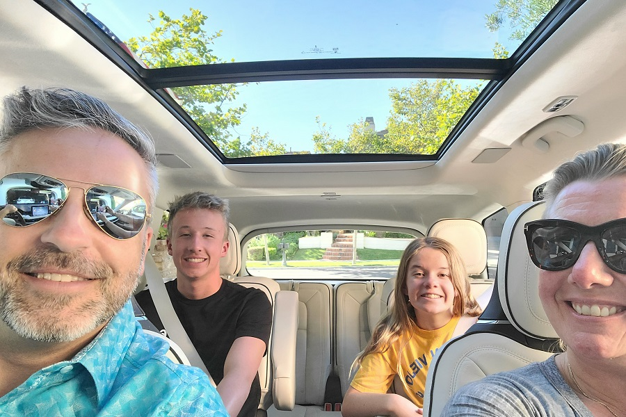 2020 Lincoln Aviator moonroof with family in car