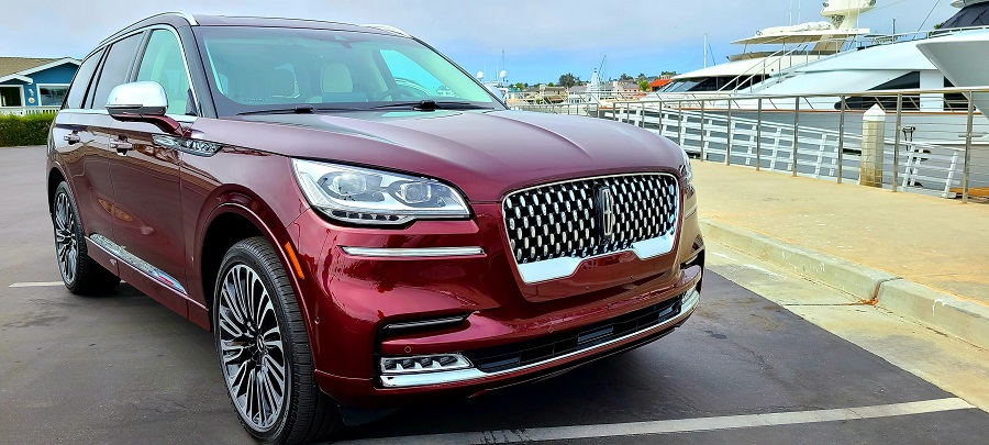 2020 Lincoln Aviator Side Profile