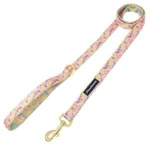 A Frenchiestore luxury leash pink lemonade style makes the perfect summer leash to use for your walks all around town. Designer Dog Leash | Luxurious Leashes for Dogs | Summertime Dog Accessories | Dog Walking Tips | Tips for Dog Owners | Pink Dog Leash #pinklemonade #dogowner