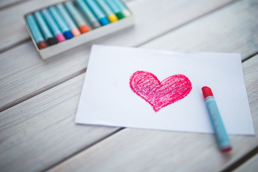 DIY Valentine's Day Decorations Heart Drawn in Crayon